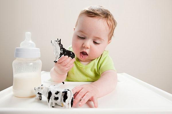 sữa mát giúp bé tăng cân tốt và chống táo bón